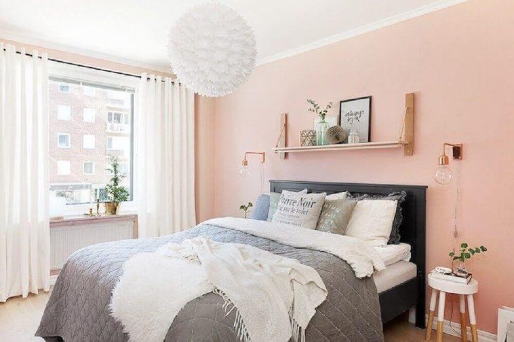 decoração para quarto feminino com parede rosa claro e cabeceira cinza Foto Archtecture Art & Design