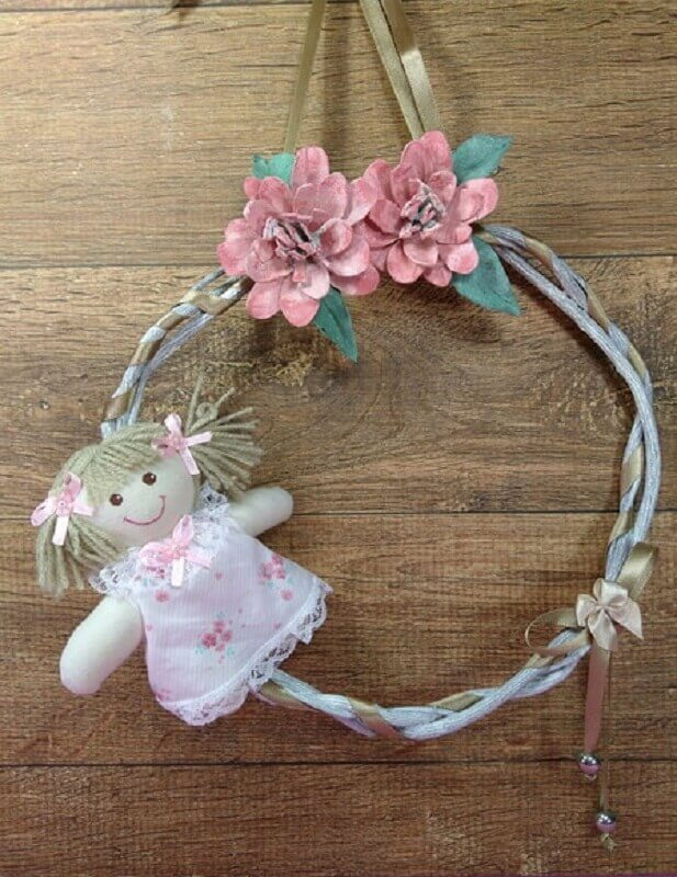 decoração simples com enfeites para porta de quarto de bebê feminino Foto Barraca do Artesanato