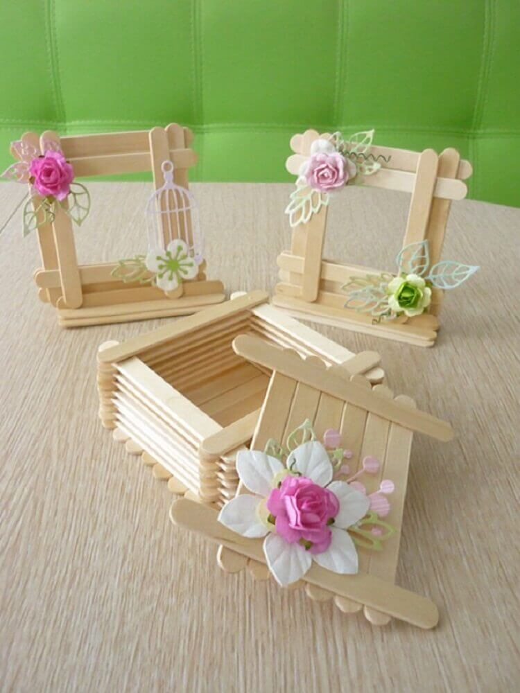 delicadas caixinhas feitas de artesanato com palito de picolé Foto HeaClub