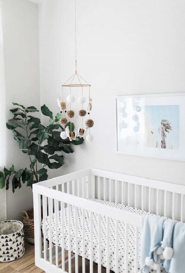 enfeites para quarto de bebê neutro com mobile de lhama e vaso de planta Foto Ideias Decor