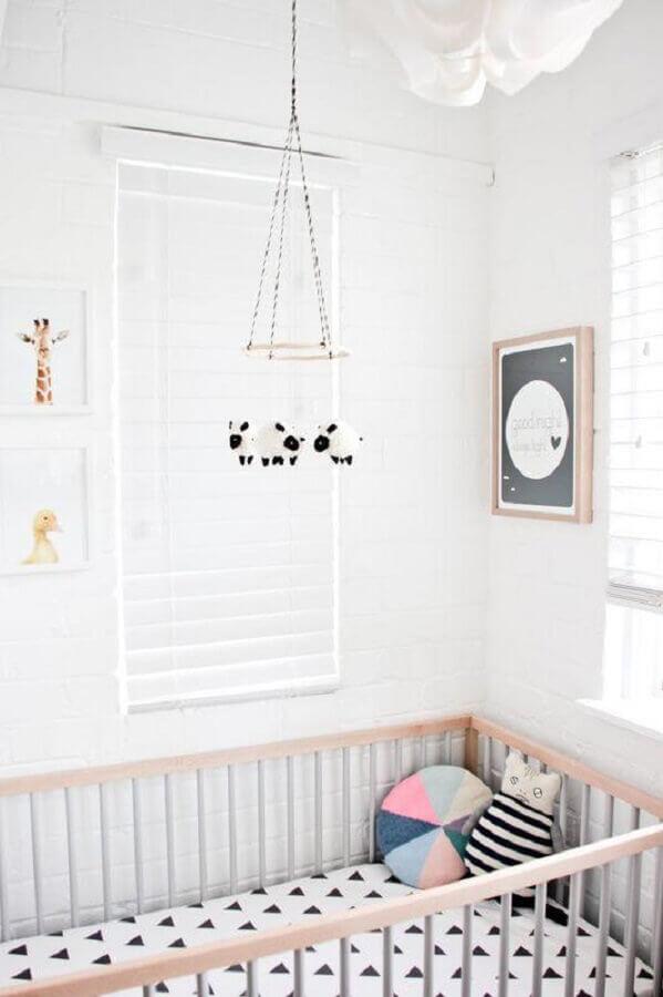 enfeites para quarto de bebê todo branco Foto The Boo and the Boy