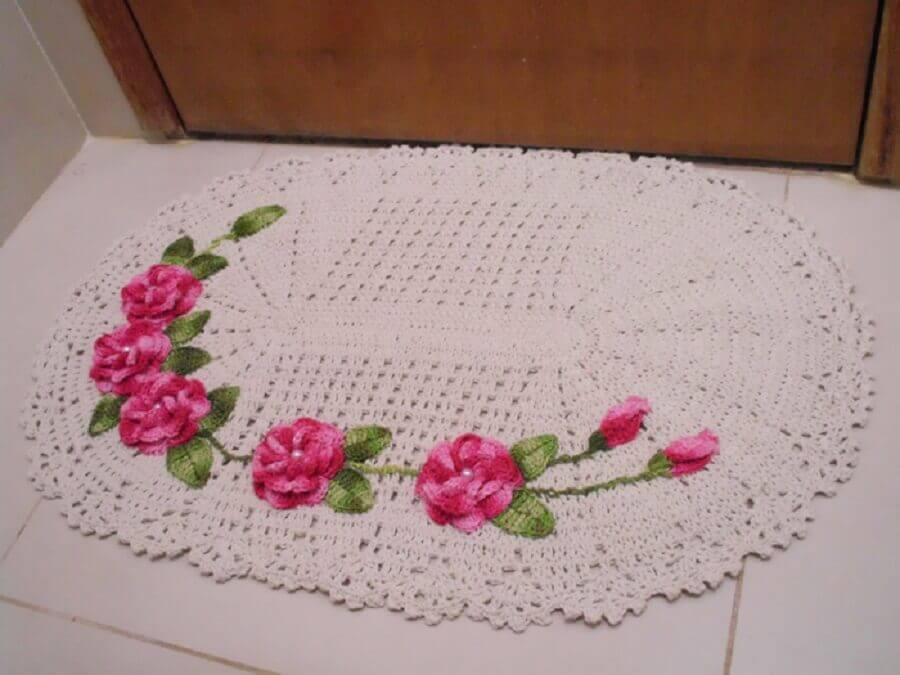 flor de crochê rosa para tapete de crochê bege Foto Jarra Hotel