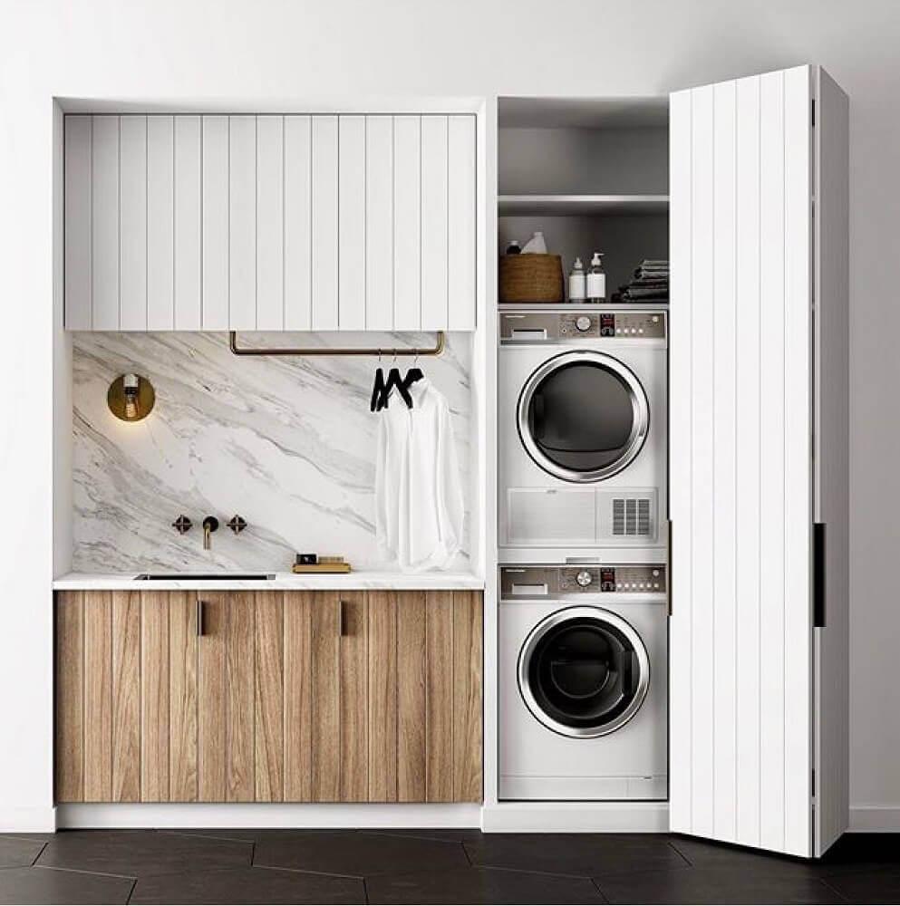 lavanderia pequena planejada com porta camarão Foto Cabinet Furniture