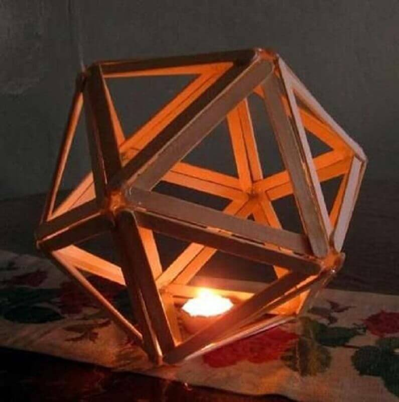 luminária feita com palitos de sorvete Foto Musely