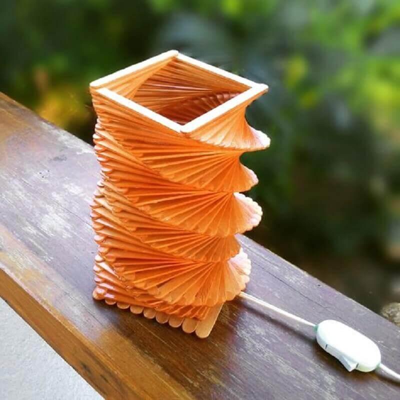luminária feita de artesanato com palito de picolé Foto Kitchen Decor