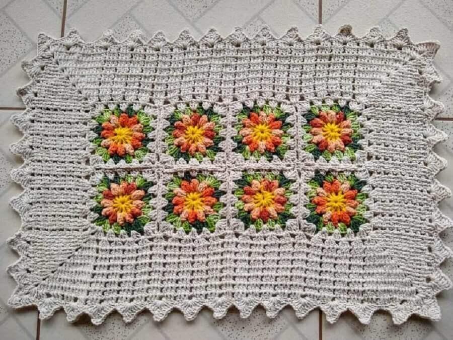 modelo simples de tapete de crochê com flores Foto Lêju Crochê