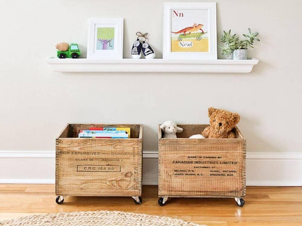 organização de brinquedos com caixa organizadora de madeira Foto Outdoor lighting