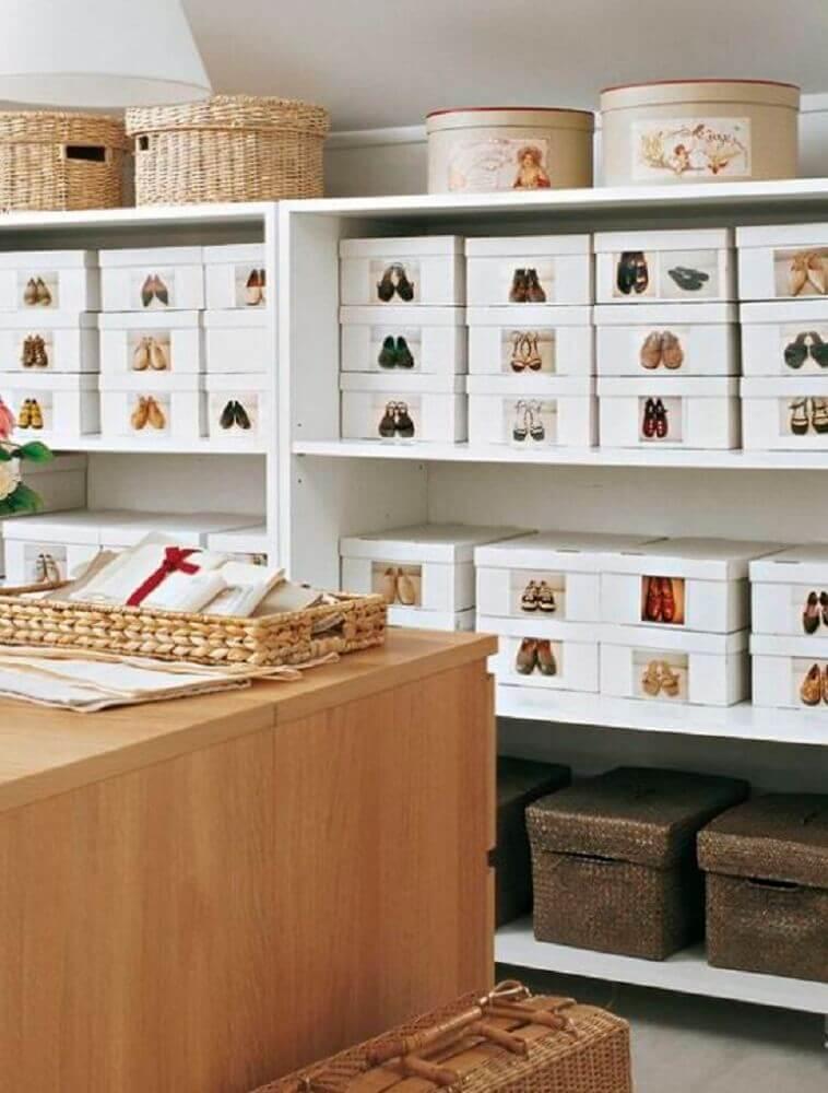 organização de sapatos com caixa organizadora de papelão com etiquetas Foto Soffitto Moderno