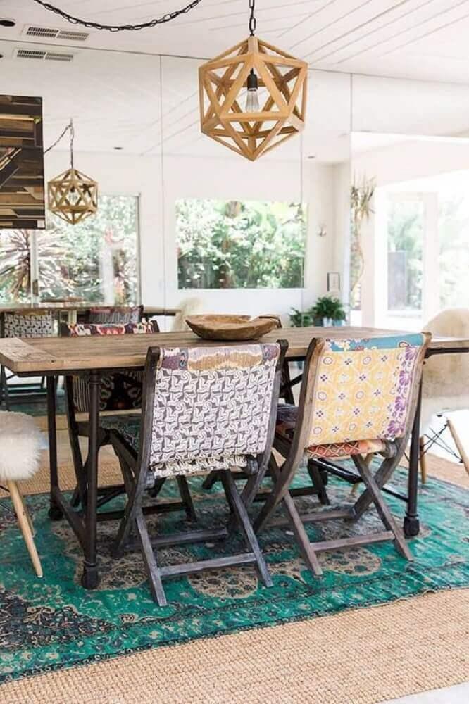 pendente rustico para sala de jantar com tapete embaixo da mesa Foto Idées Pour La Maison