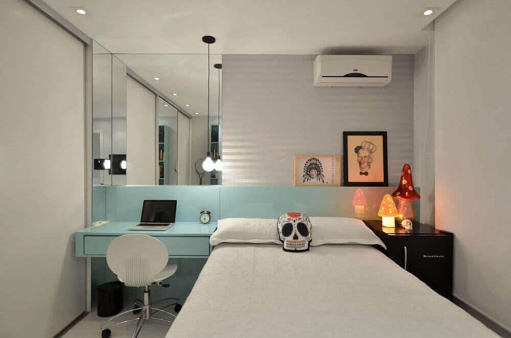 quarto feminino jovem moderno decorado todo branco com penteadeira planejada em azul tiffany Foto Dettagli Arquitetura Araraquara