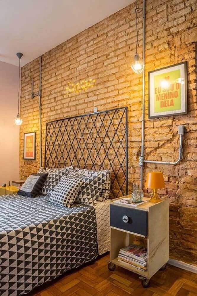 quartos modernos decorados com parede de tijolinho com estilo industrial  Foto Mauricio Gebara Arquitetura