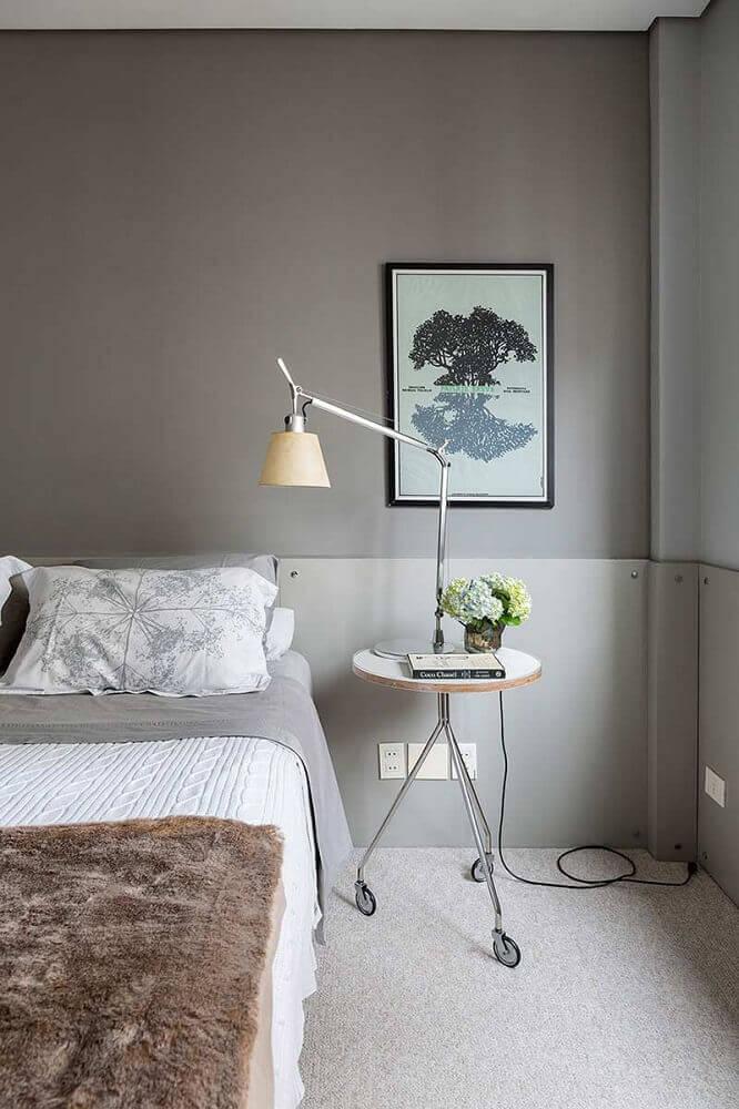 quartos modernos decorados em tons de cinza com luminária de mesa Foto Casa de Valentina
