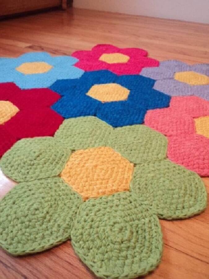 tapete de crochê com flores coloridas Foto Arteirices e Costurices