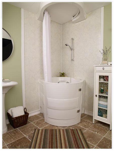 Banheira pequena branca com cortina branca Foto de Pinterest
