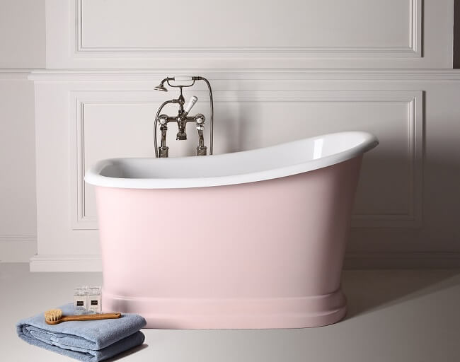 Banheira pequena com base cor de rosa Foto de Jwalk Decor