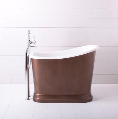 Banheira pequena com base em tom de marrom acobreado Foto de Dream as Cream