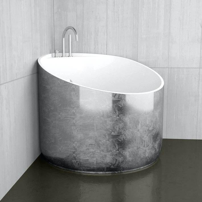 Banheira pequena redonda com base prateada Foto de Realitatea