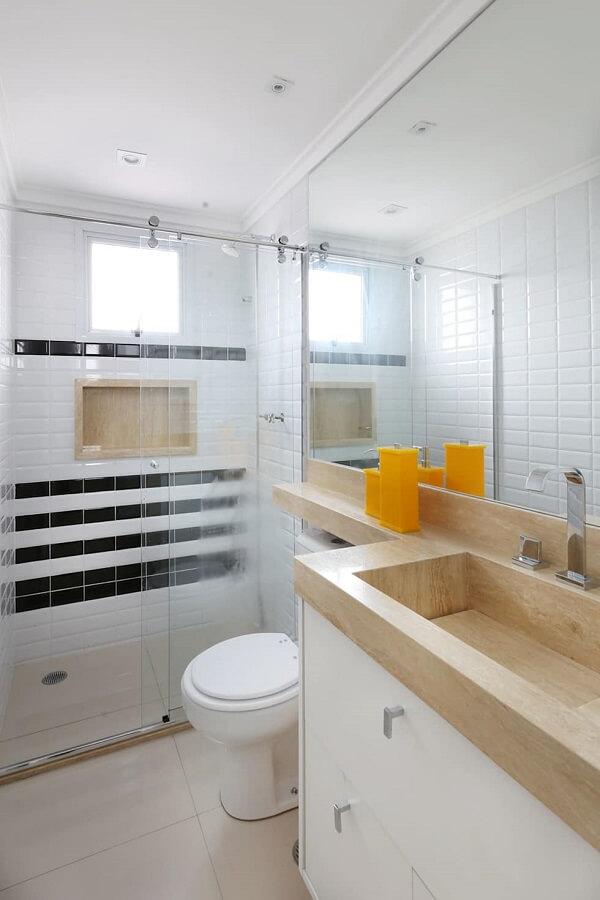Banheiro decorado pequeno e fino