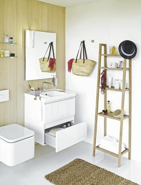 Banheiro pequeno decorado e moderno