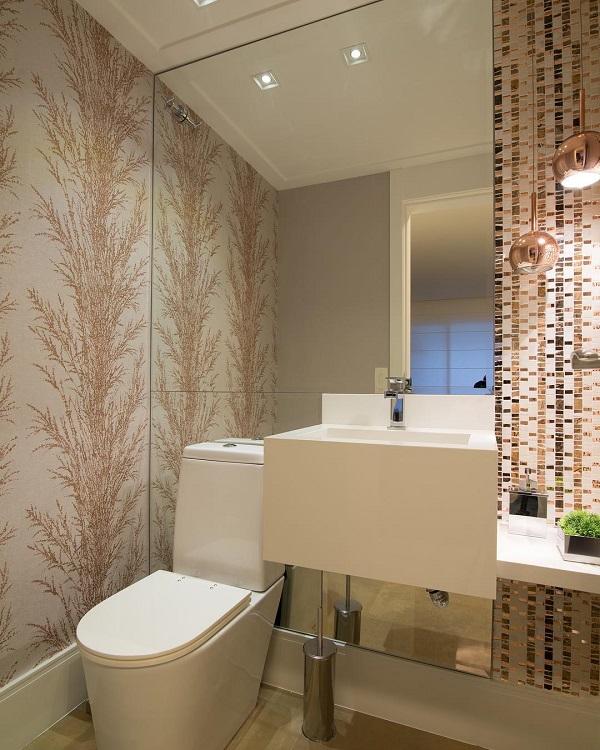 Banheiro pequeno decorado simples