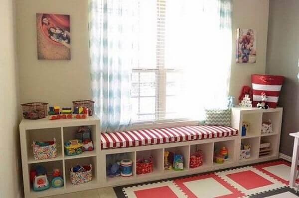 Como organizar o quarto com móveis