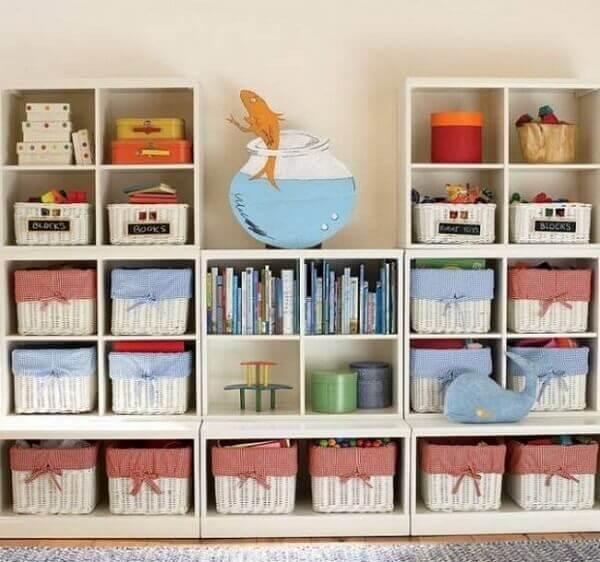 Como organizar quarto com cestinhos decorados e caixas