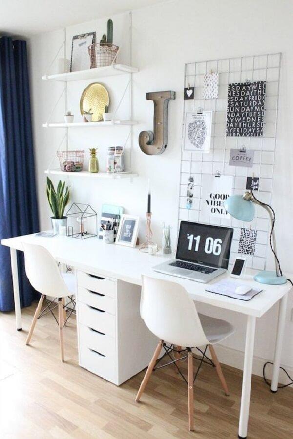 Como organizar quarto pequeno com área de home office