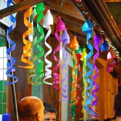 Decoração de carnaval com garrafas PET recicladas Foto de Arquitetura e Projeto X