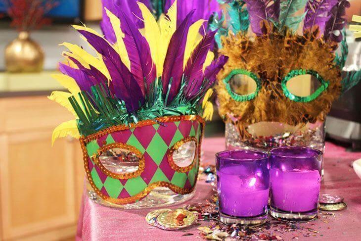 Decoração de carnaval com máscaras de fantasia Foto de HD Imagelib