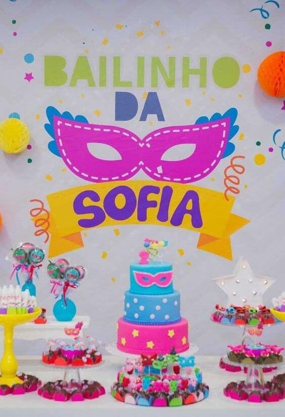 Decoração de carnaval com painel temático de aniversário Foto de A Minha Festinha