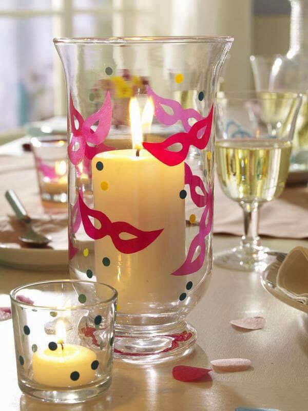Decoração de carnaval em copos de velas Foto de Gurias de Ideias
