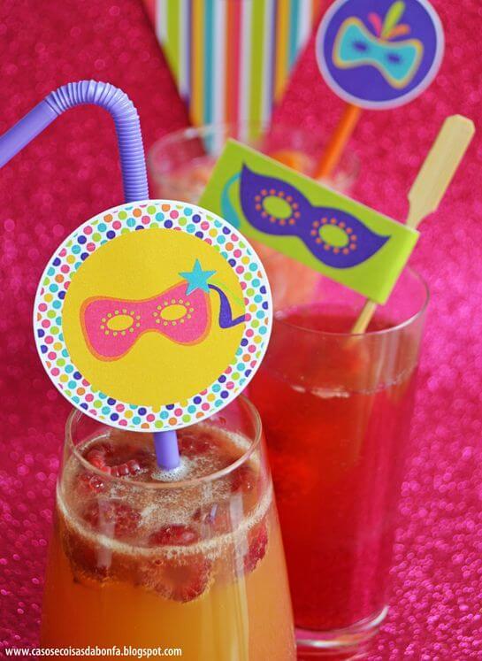 Decoração de carnaval temática nos drinks Foto de Baú de Menino