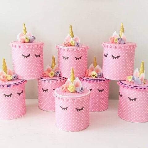 Enfeites de festa de unicórnio em potinhos Foto de Deskgram