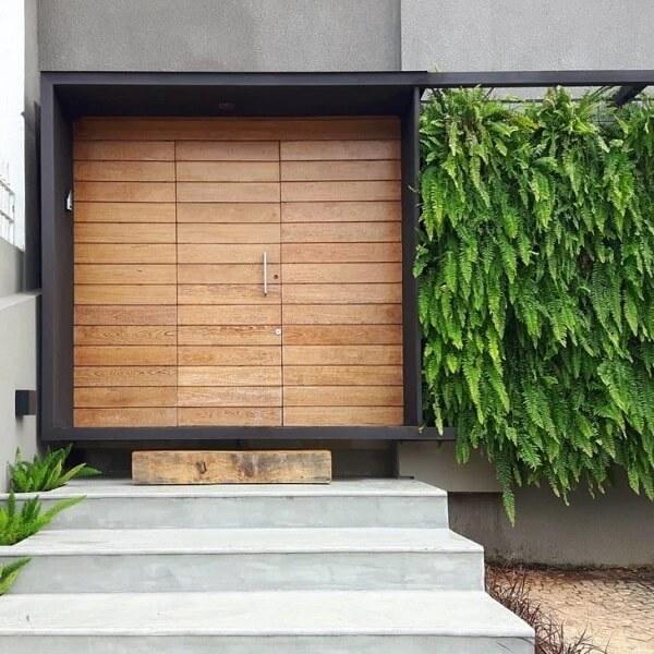 Fachada moderna com porta de entrada discreta. Fonte: Dalnerodafonte Arquitetura