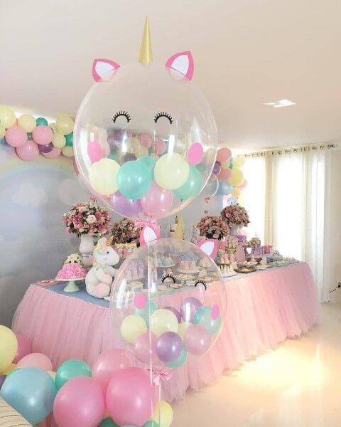 Festa de unicórnio com balões com mini balões dentro Foto de Picdeer
