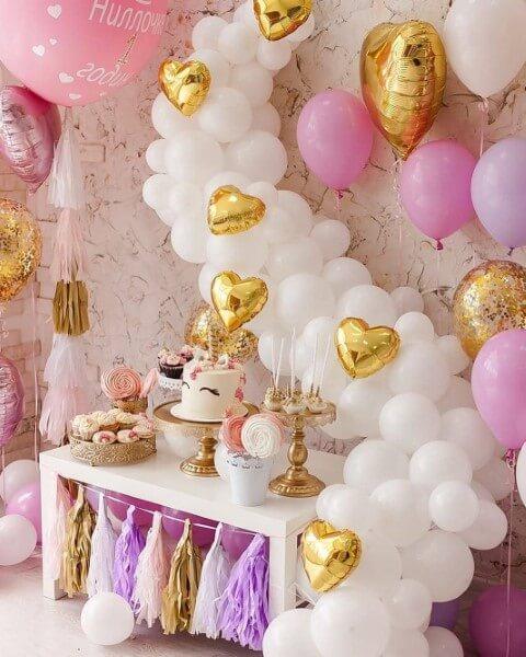 Festa de unicórnio com balões de tamanhos e tipos diferentes Foto de Deskgram