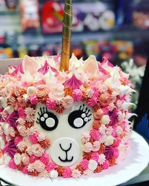 Festa de unicórnio com bolo em tons de rosa Foto de Zozu Site