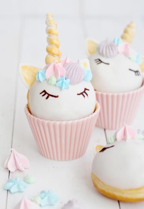 Festa de unicórnio com cupcakes em formato de cabeças de unicórnio Foto de Miss Petel