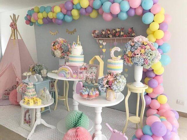 Festa de unicórnio com decoração colorida em tons pastel Foto de Pinterest