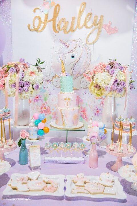 Festa de unicórnio com decoração em tons pastel Foto de Chicas Imagenes