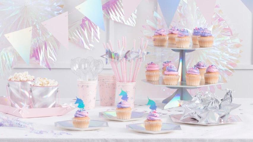Festa de unicórnio com decoração holográfica Foto de Martha Stewart
