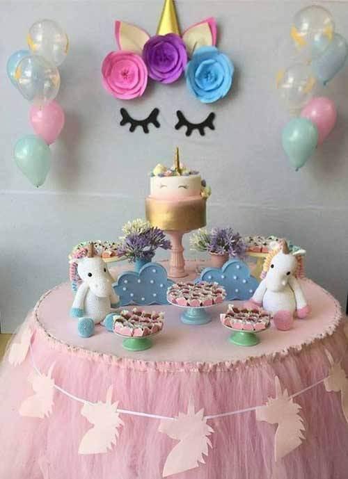 Festa de unicórnio com mesa simples de bolo Foto de Mãe Pop