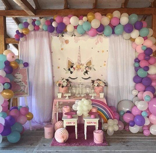Festa de unicórnio com painel cheio de balões coloridos Foto de Mejor Imagen