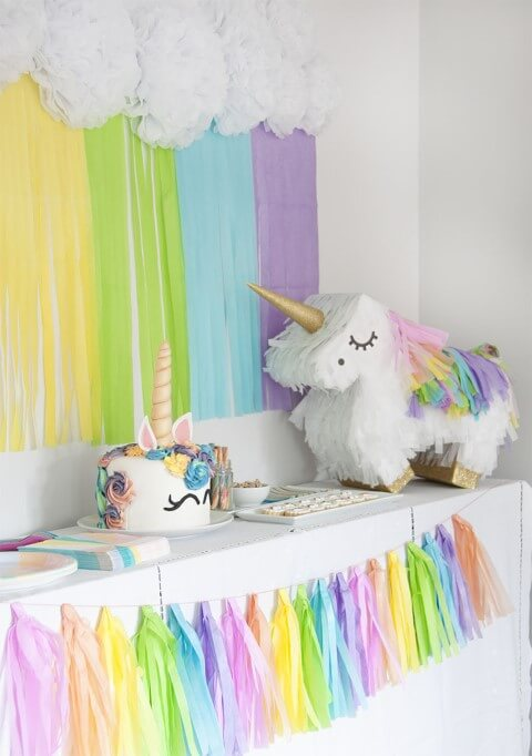 Festa de unicórnio com papéis coloridos Foto de Paspartú