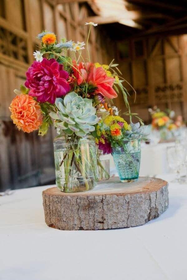Flores de campo em casamento rústico