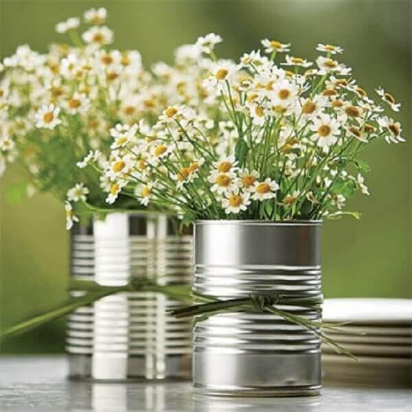 Flores do campo em latinha