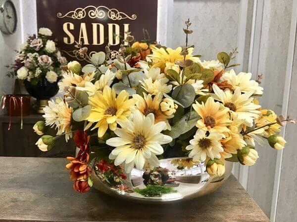 Flores do campo em vaso sofisticado
