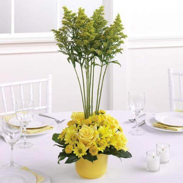 Flores do campo no centro da mesa
