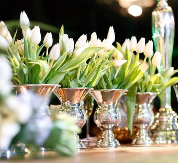 Flores do campo tulipas brancas