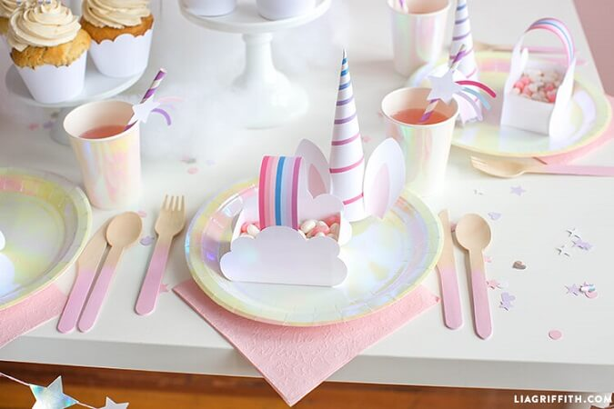 Kit de festa de unicórnio com cores em tom pastel Foto de Lia Griffith